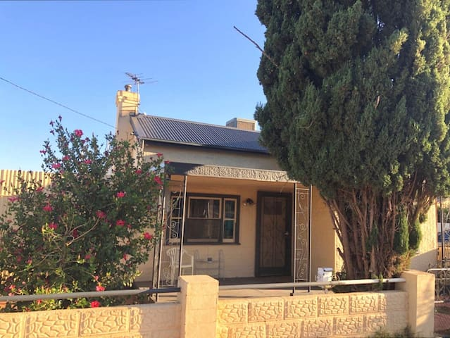 Modern Charming House in Broken Hill