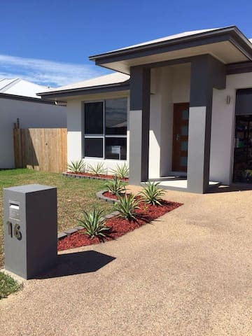 1BD & bathroom with shared kitchen - Townsville - Huis
