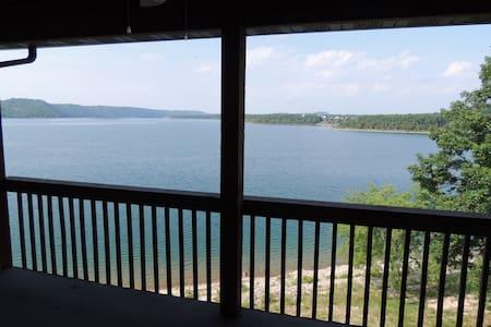 Lake Haven, 2 bedroom 2 bath lakefront condo - Kimberling City - Kondominium