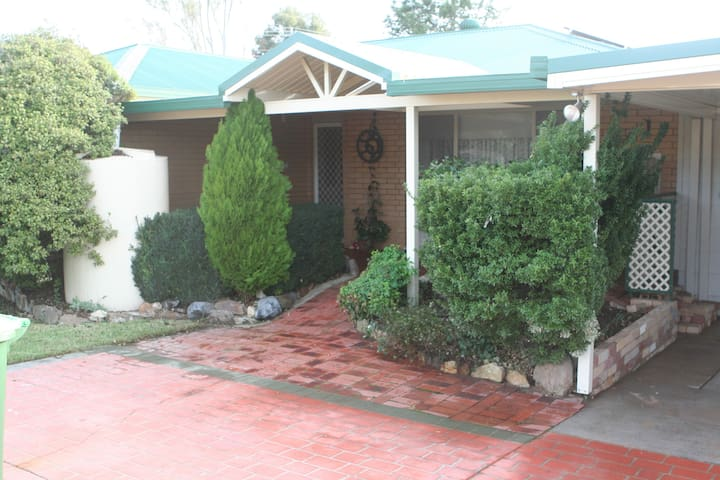 Hospitable,clean,Family and Pet friendly - Wodonga