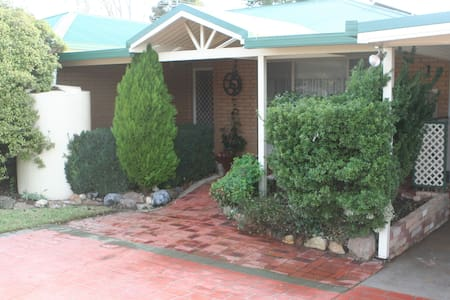 Hospitable,clean,Family and Pet friendly - Wodonga - Haus