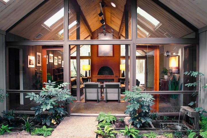Iconic Mid-Century Modern Rummer - Beaverton - House