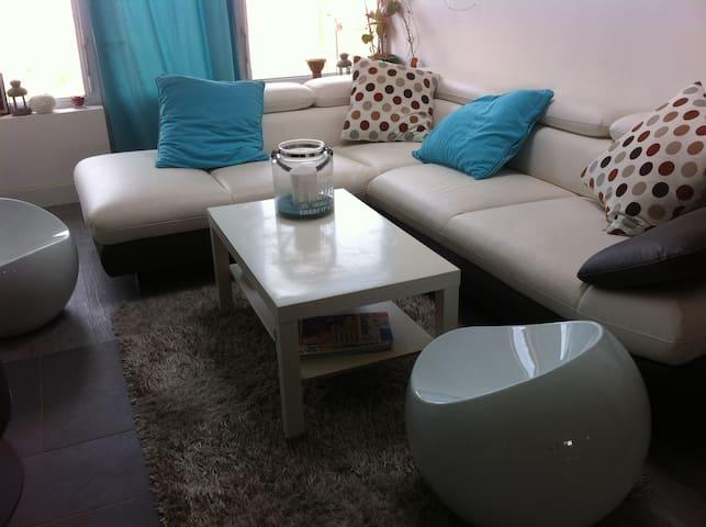 chambre privée avec salle de bain dans maison