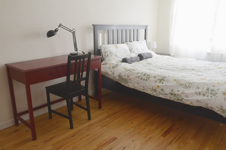 Garden Bedroom w/Private Bath in Crown Heights 2MB