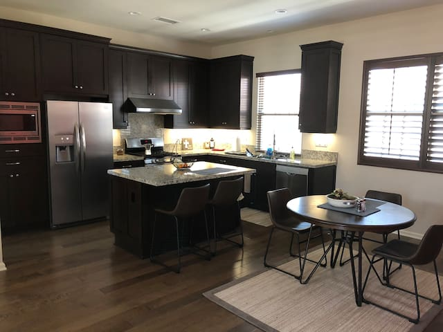 2 Bed 2.5 Bath house in Irvine w/ Tesla charger