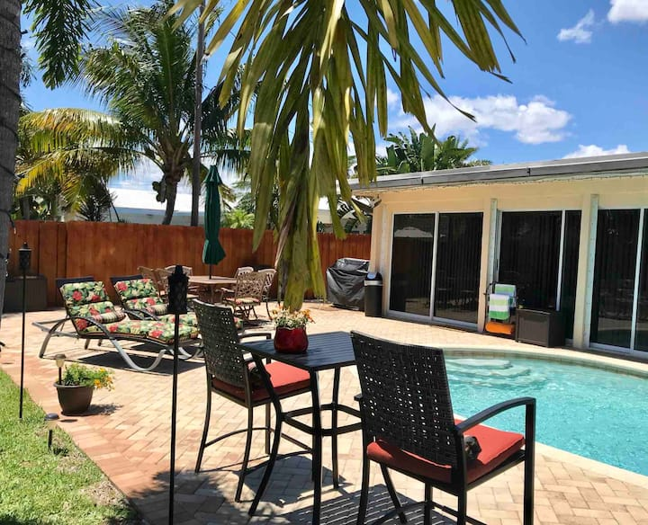 STUNNING! 2500 SF 3/2 w Pool AND 5 Miles to Beach!
