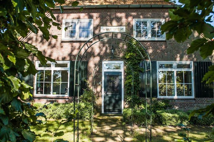 Boerderij de Muetstege - veurhuus - Lochem - Casa