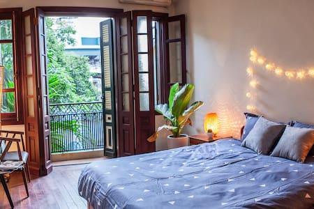11TT02 Charming Bedroom, Food Street- Old Quarter