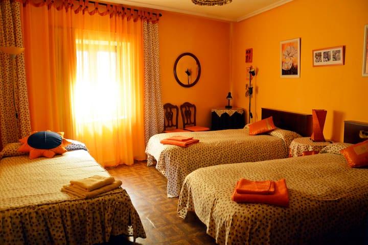 Bonita habitación triple en Simancas