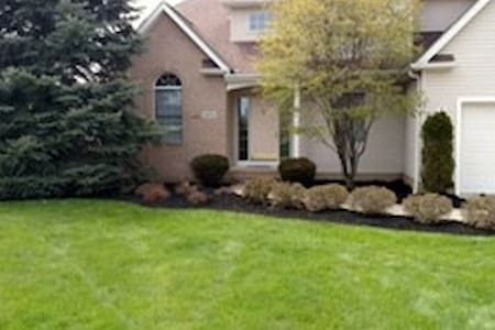 Welcoming suburban home- During RNC Only! - Richmond Heights - Haus