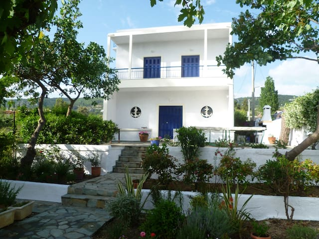 Idyllic holiday home near Athens - Agii Apostoli - Haus
