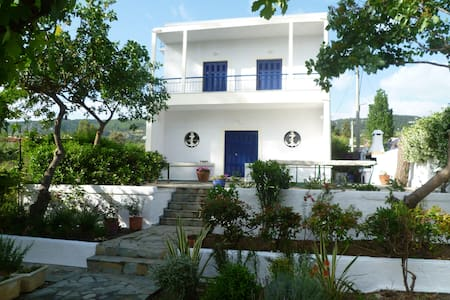 Idyllic holiday home near Athens - Agii Apostoli