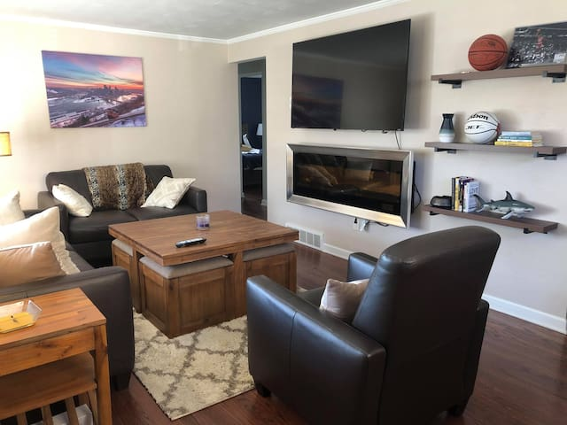 Updated home 10-15 min from downtown and aiport!