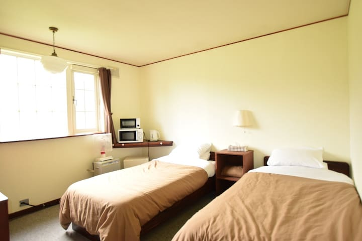 【OAC Lodge Niseko】【2 pax】5 mins from Niseko St!Free Wi-Fi,Deluxe Twin Room(With breakfast)