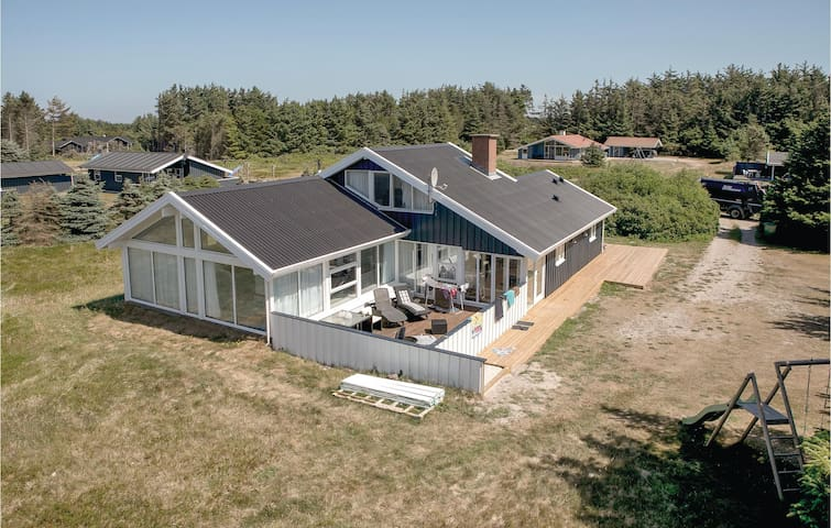 Holiday cottage with 4 bedrooms on 171m² in Løkken