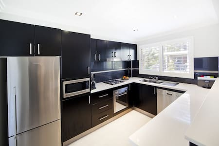 Dee Why Beach Side Apartment - Dee Why