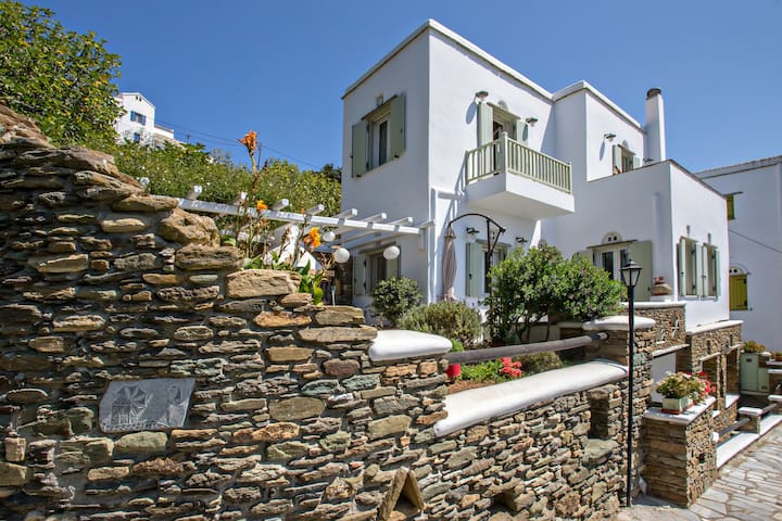 NEW Spacious, airy garden villa with AMAZING VIEWS
