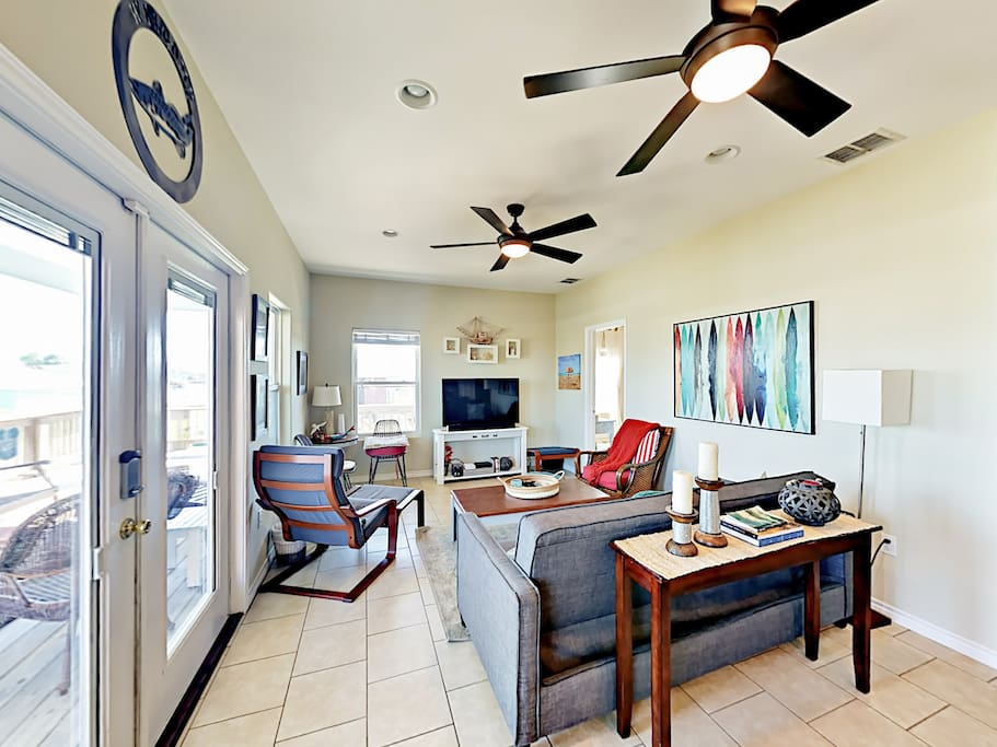 """Living area seating for 7. Equipped with a 50"""" flat screen TV."""