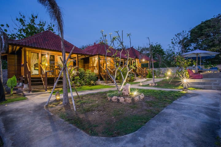 D'coin Lembongan with 2 separate Deluxe Cottage