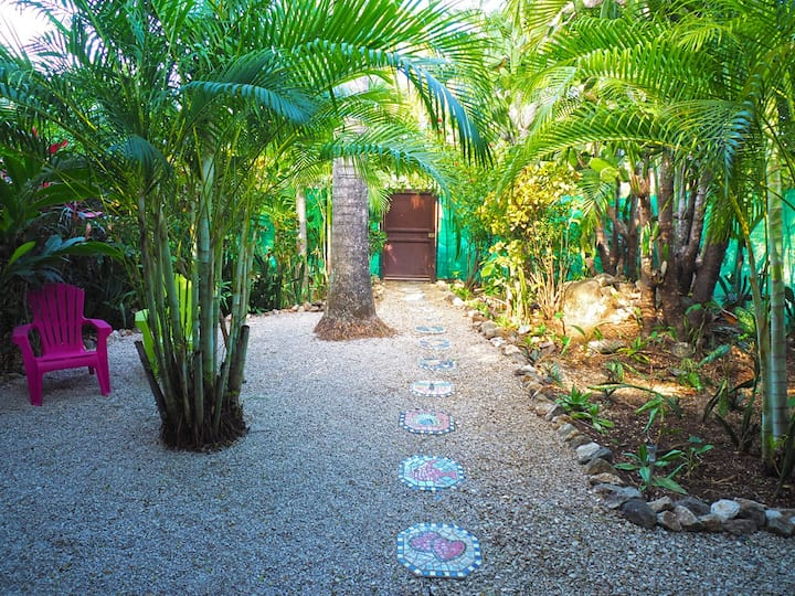 Casa de Paz 'Secret Garden close to the beach'