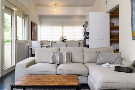 Beautiful flat in quiet street, center of Tel Aviv