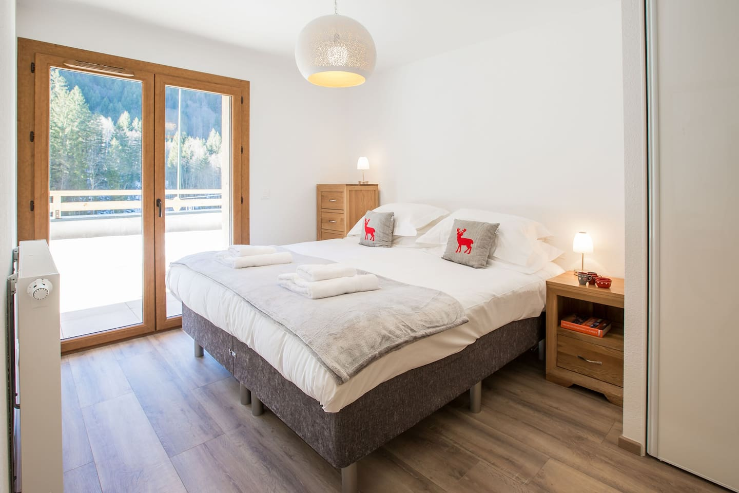 Bedroom 1 - double or twin beds with ensuite shower room