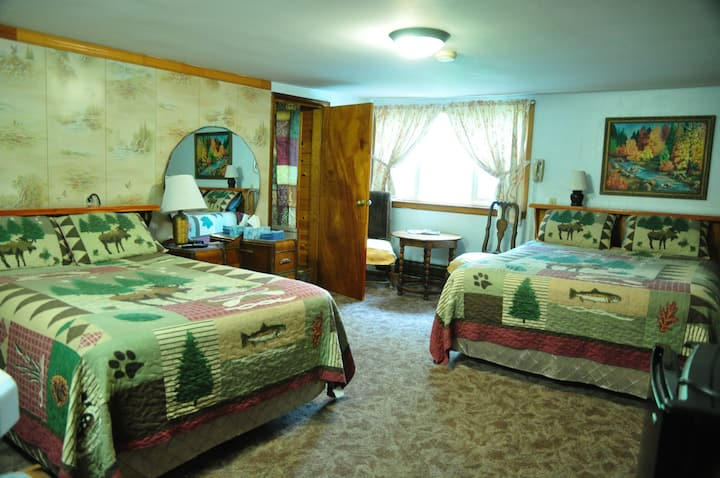 Pines Motel--Quaint & Cozy Sleeping Room #6