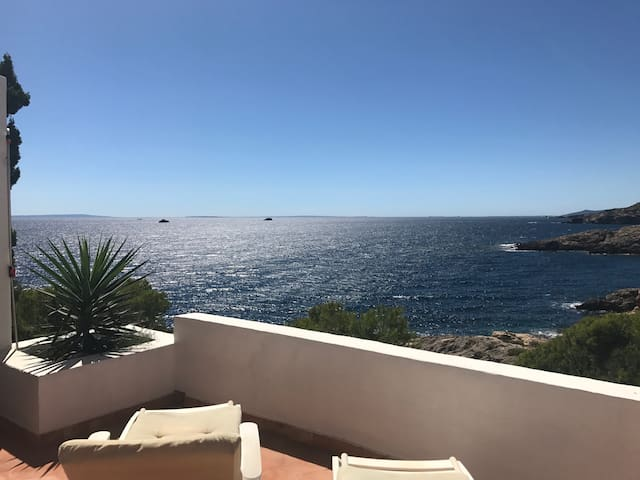 Double bedroom with amazing seaview close to Ibiza