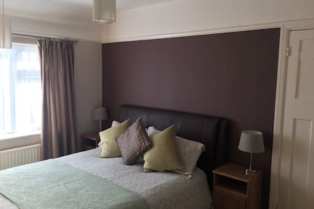 Luxurious room close to Altrincham - Timperley - Hus