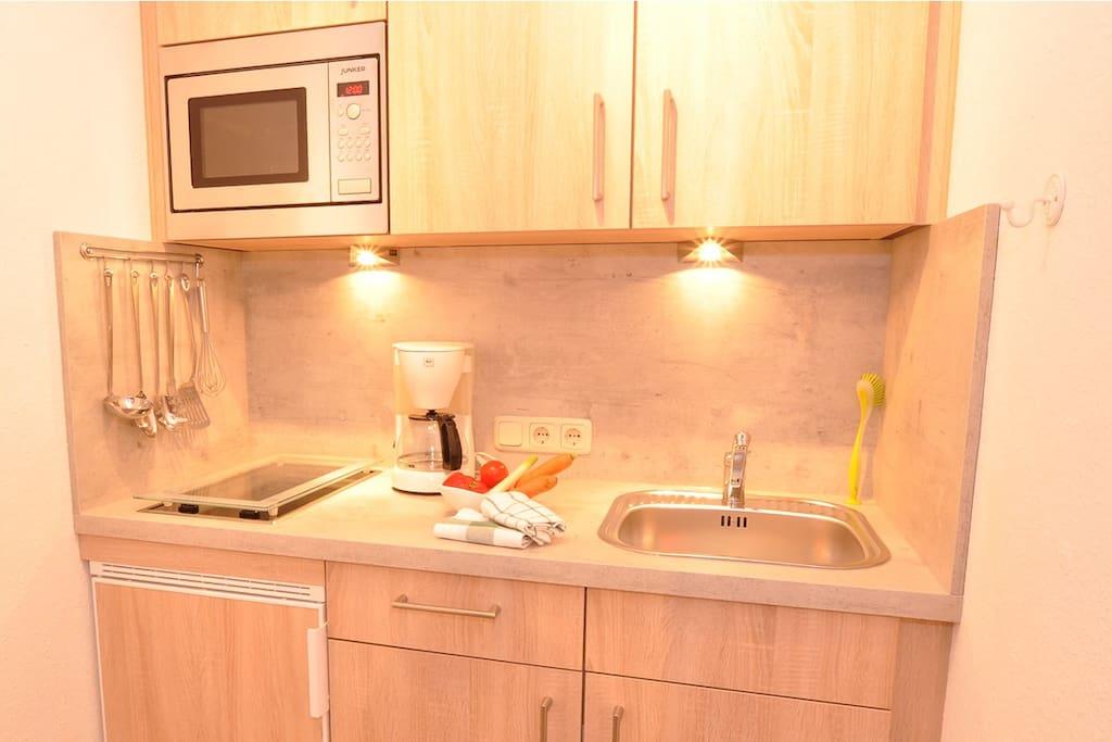 neue Küchenzeile mit Spülmaschine