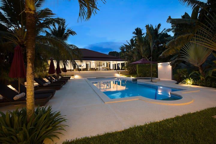 Maremaan by night - West Villa