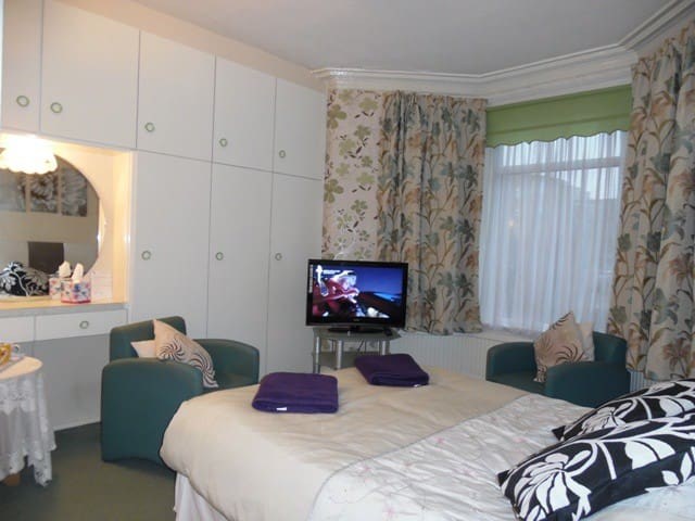 A good sized Double En-suite room with free Wi-fi, TV including FreeView, Tea and Coffee making facilities. Price includes Breakfast.