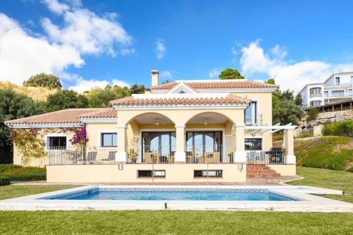 Stunning family friendly villa in Monte Mayor