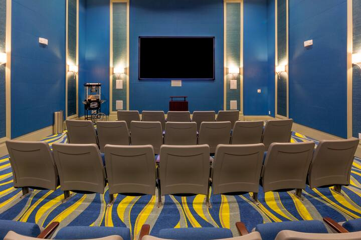 The Oasis clubhouse even offers a theater room for guests to enjoy a family friendly movie without fighting the crowds at the local cinema.