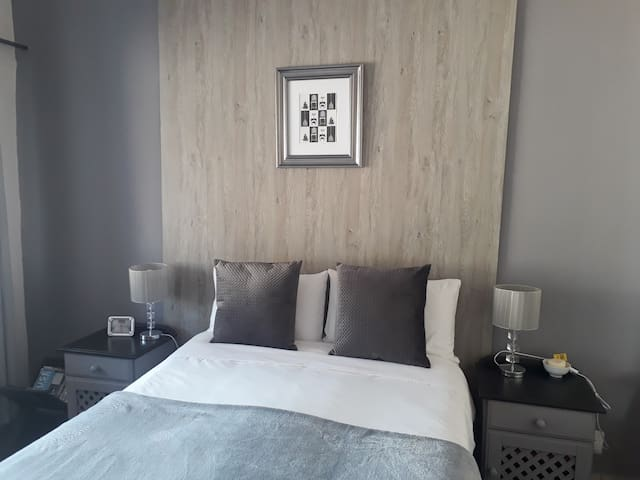 MenloView Family Room near Menlyn Maine  WiFi DSTV