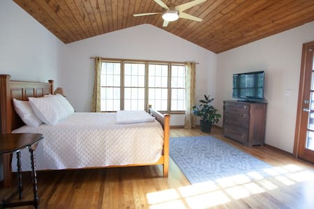 Private Suite in State College 2 miles to downtown