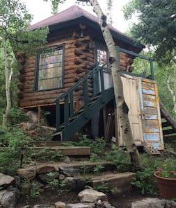 "CAMPING CABIN/SKI HUT - ""THE TREEHOUSE"" Drive in! - Eldora - Blockhütte"