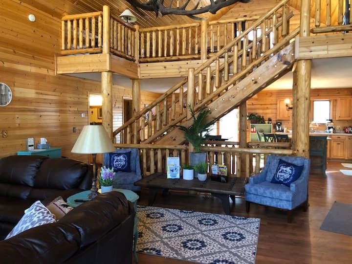 New Listing! Huge Cabin near Castle Rock Lake!!!