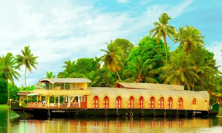 Cruize Allepey -An Ecorganic Stay 4 BHK Boathouse