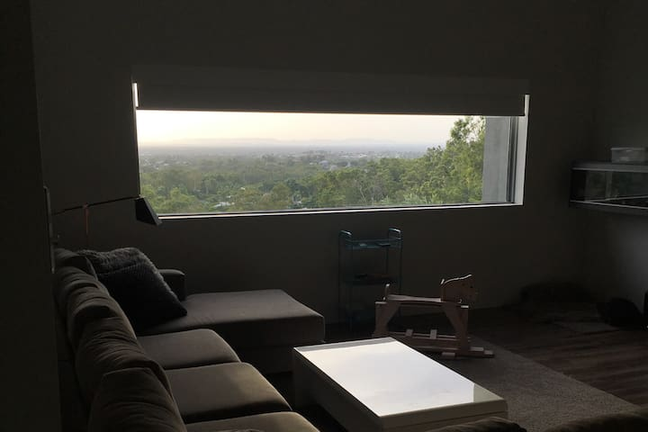 Beef Week - Modern, Spacious house with a view!