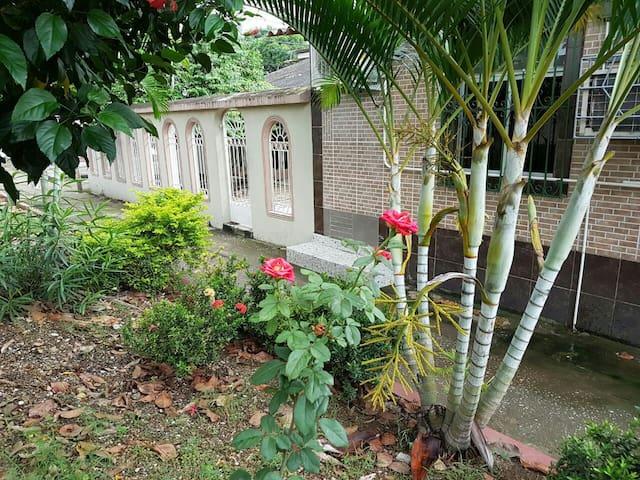 Pequeña habitación completa - Guayaquil - House