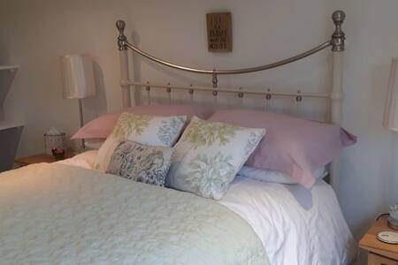 Light, spacious  Room  Southwell