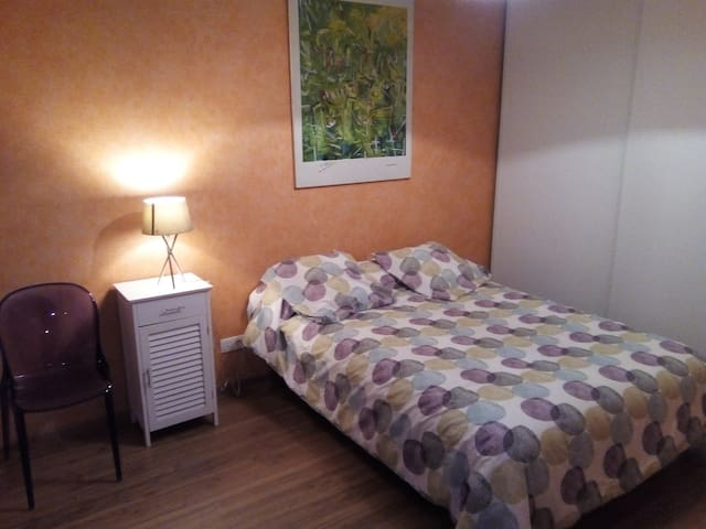 CHAMBRE + PARKING PRIVES Bayonne Place des Basques