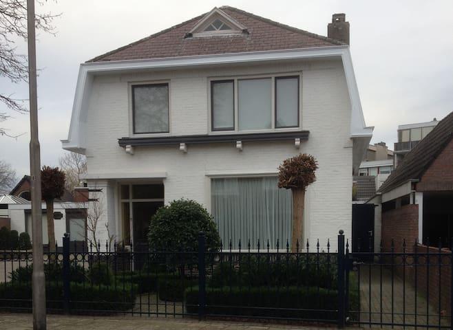 Jaren 30 huis nabij centrum - Valkenswaard - Dom