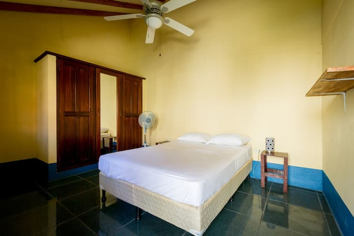 Great room with private room + free breakfast