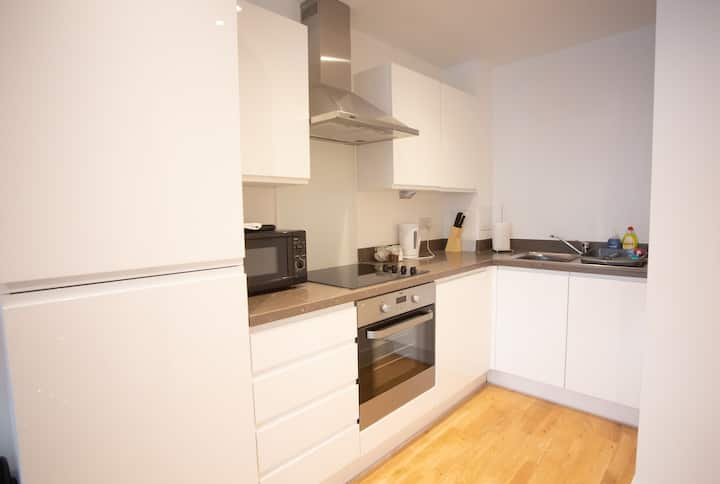 Stunning 1 Bedroom Flat In Central Location