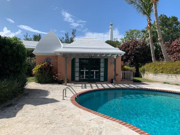 Private studio cottage with pool near beaches!