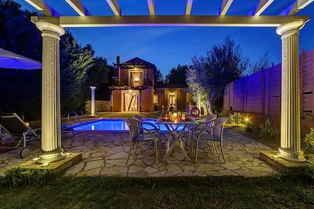 Luxury villa-private pool.5min from beach.freeWifi - Kefallonia