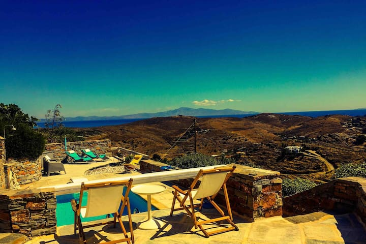 A cozy villa in Kea with a pool and panoramic view