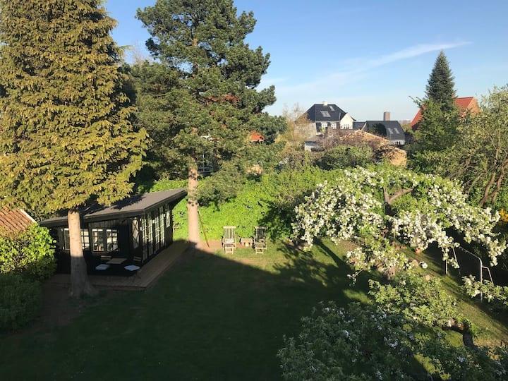 Quiet garden annex, perfect for a short stay